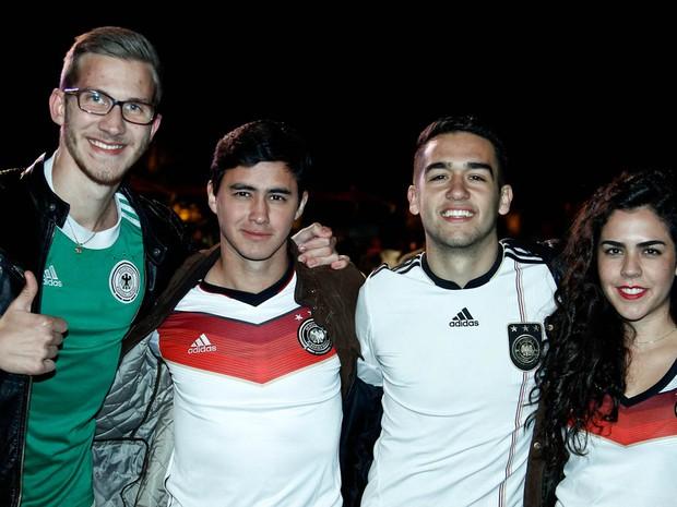 Torcida da Alemanha na Fifa Fan Fest de Curitiba (Foto: Euricles Macedo)