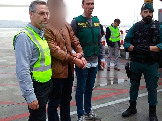 Suspeito de matar família paraibana é preso após se entregar voluntariamente à Guarda Civil da Espanha nesta quarta-feira (19) (Foto: Guardia Civil/Divulgação)