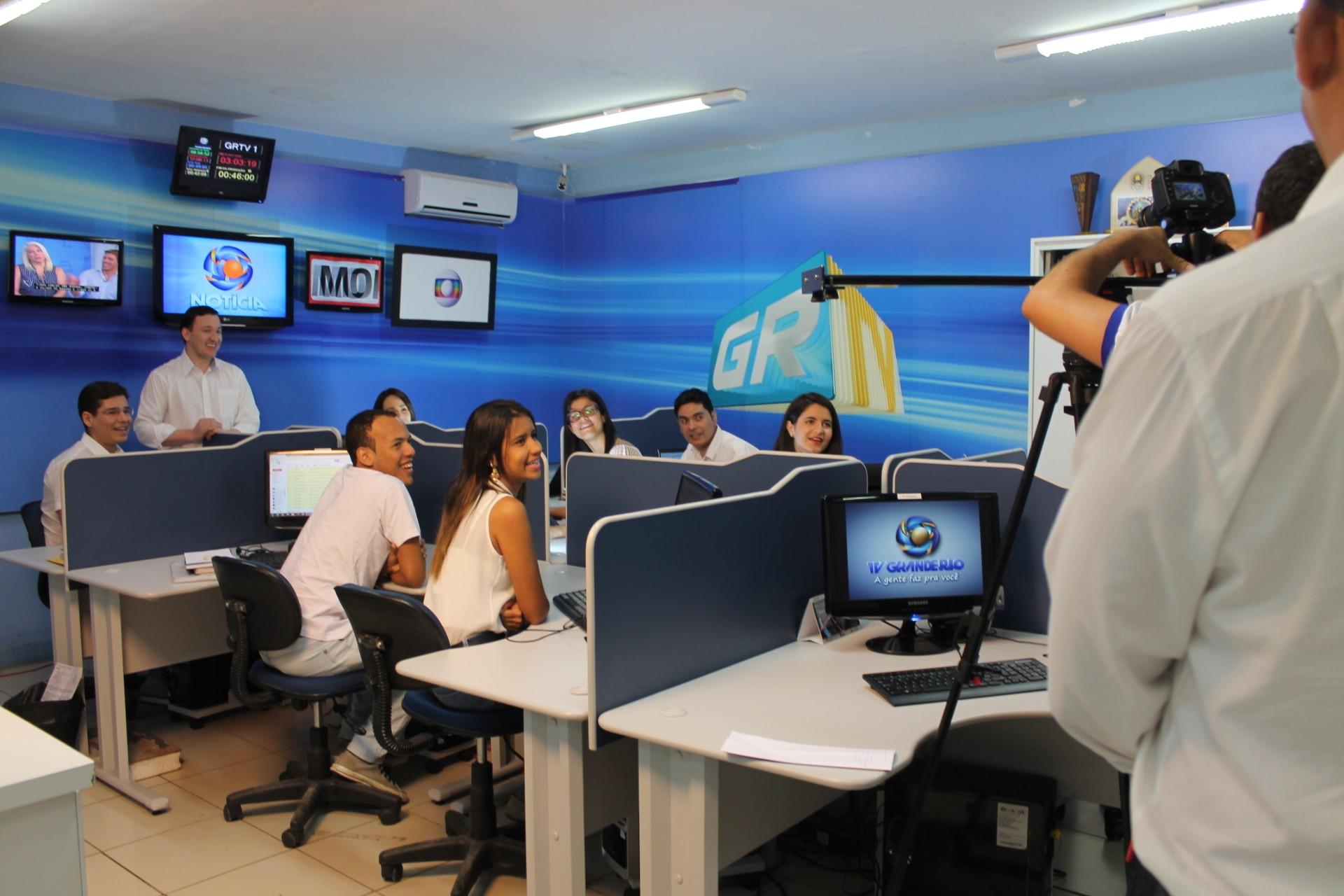 Equipe de jornalismo soltou a voz durante a gravação (Foto: Gabriela Canário)