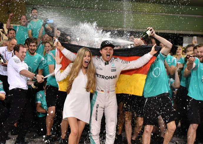 Nico Rosberg celebra título em Abu Dhabi (Foto: AFP)