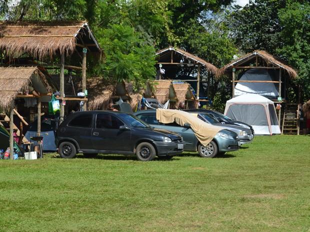 Turistas procuram área de camping para curtir carnaval alternativo em Carrancas (Foto: Lucas Soares / G1)