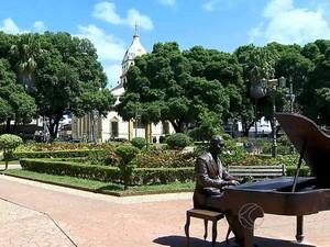 Monumento Ary Barroso Ubá, MG (Foto: Reprodução/TV Integração)