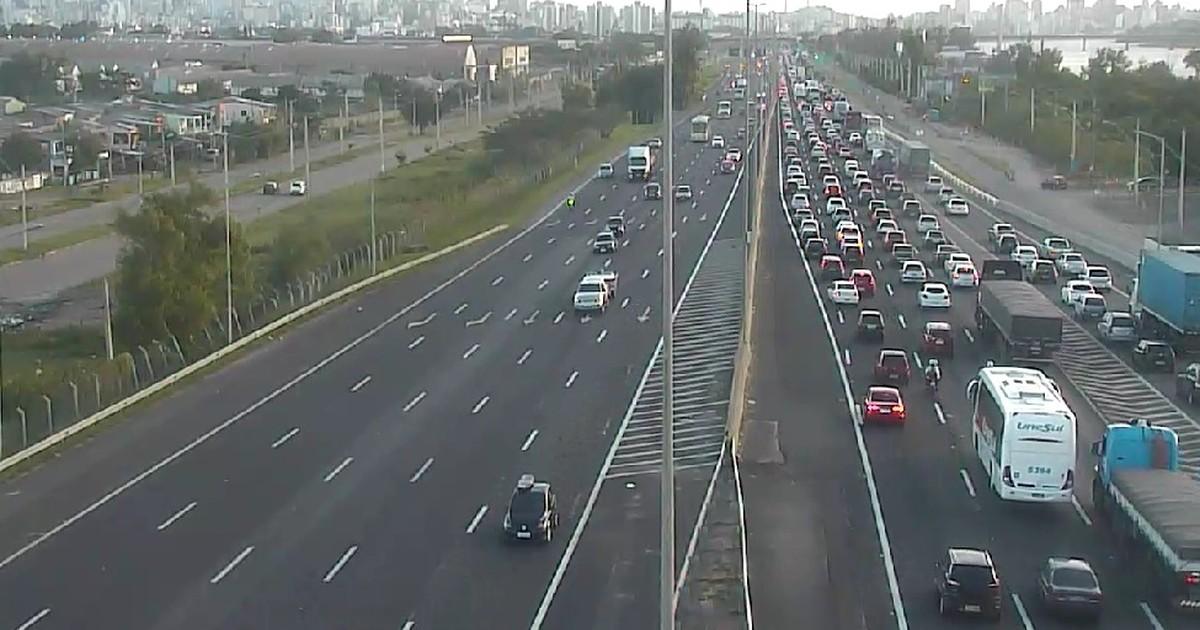 Freeway e ERS-040 têm trânsito lento na ida ao Litoral Norte do RS - Globo.com