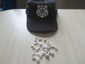 19 petecas de pasta base de cocaína foram apreendidas. (Foto: Divulgação/Polícia Civil)