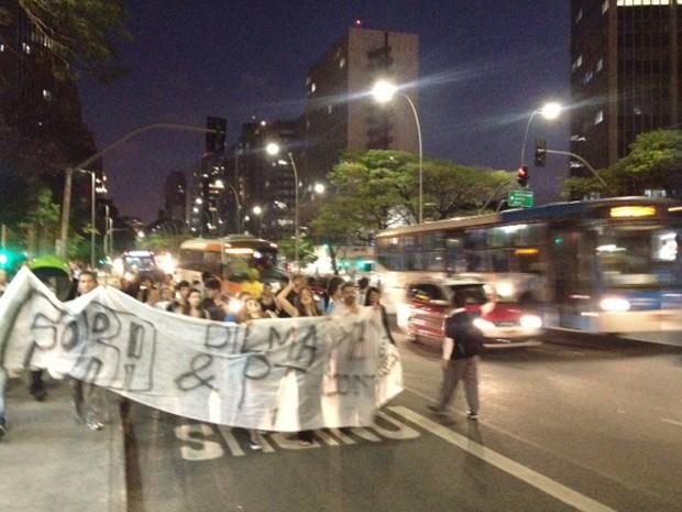 Protesto pede saída da presidente Dilma Rousseff, reeleita neste domingo (Foto: Roney Domingos/G1)