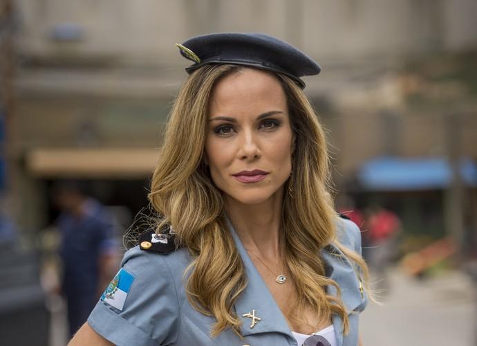 Ana Furtado estreia em Chapa Quente como tenente ex de Bigode  (Foto: João Cotta / TV Globo)