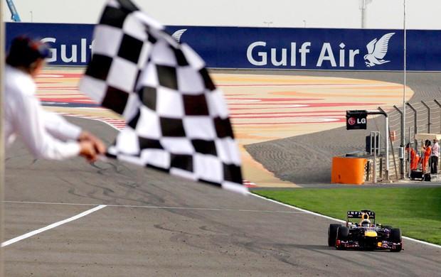 Bandeirada vettel rbr gp do bahrein (Foto: Agência Reuters)