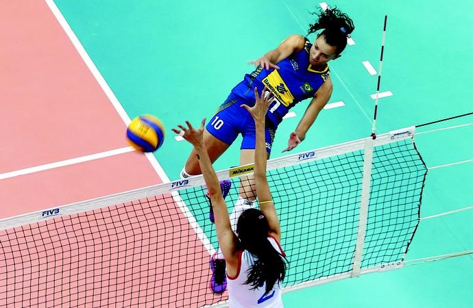Gabi Seleção brasileira feminina x Sérvia Grand Prix de vôlei (Foto: FIVB)