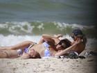 Giovanna Antonelli curte dia de sol ao lado da mãe