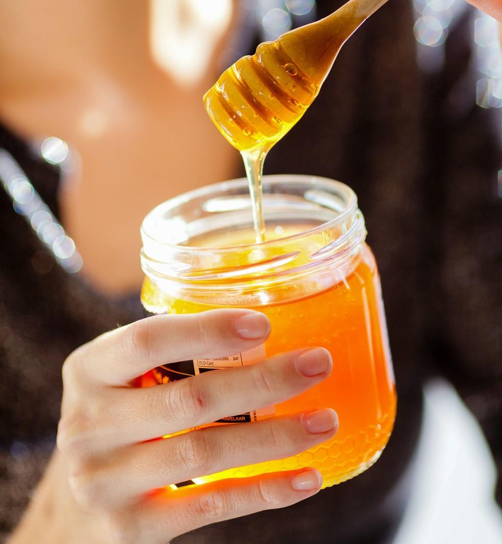 Mel pode adoçar frutas, leite e iogures, além de dar muita energia (Foto: Getty Images)