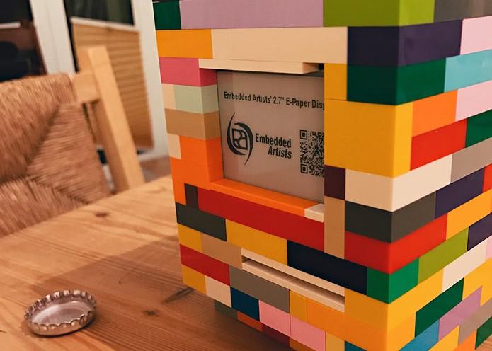 Peças de LEGO usadas para criar o Macintosh com Rasperberry Pi (Foto: Divulgação/Jannis Hermanns)