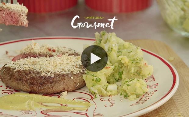 [940] Mistura Gourmet - Hambúrguer caseiro com molho de mostarda dijon