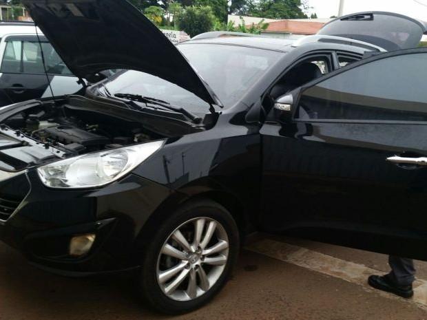 Carro foi usado no assalto (Foto: Divulgação / Polícia Militar)