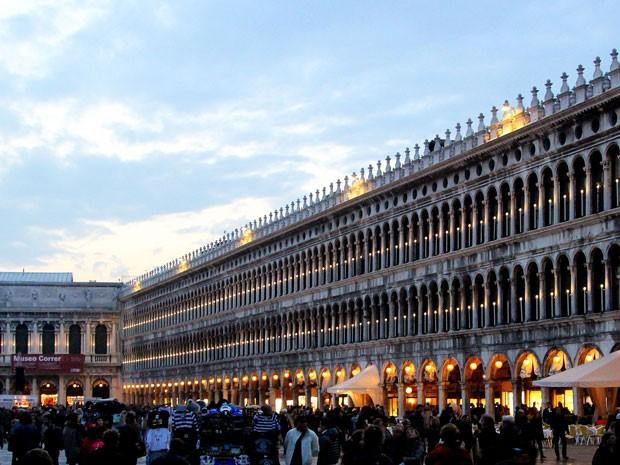 Piazza San Marco (Praça de São Marcos), que está sempre lotada de turistas em Veneza (Foto: Michelle Locke/AP)