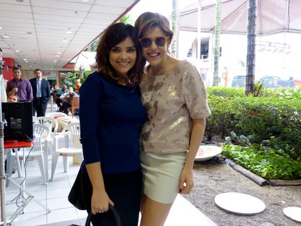 Vanessa Giácomo e Bárbara Paz esbanjam simpatia nos bastidores (Foto: Amor à Vida/TV Globo)