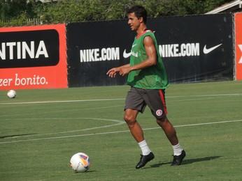 Nilmar atacante Inter  (Foto: Tomás Hammes / GloboEsporte.com)