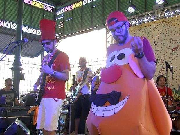 Luxo da Aldeia na apresentação do Mercado dos Pinhões (Foto: TV Verdes Mares/Reprodução)