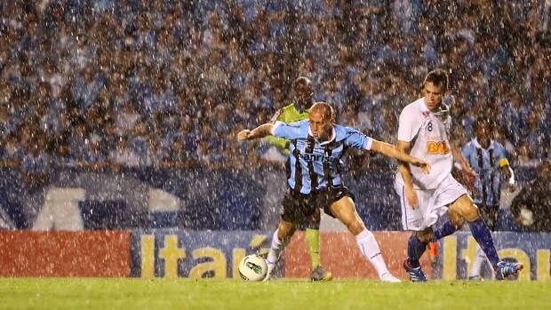 Marquinhos contra o Cruzeiro (Foto: Lucas Uebel/Divulgação, Grêmio)