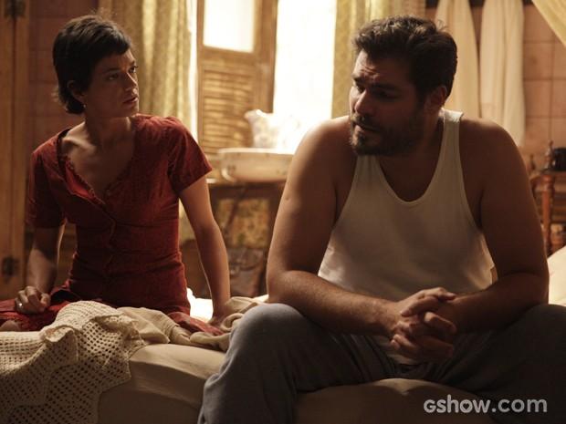 Após ver show de Hilda, Toni fica confuso e pede um tempo a Gaia (Foto: Pedro Curi/TV Globo)