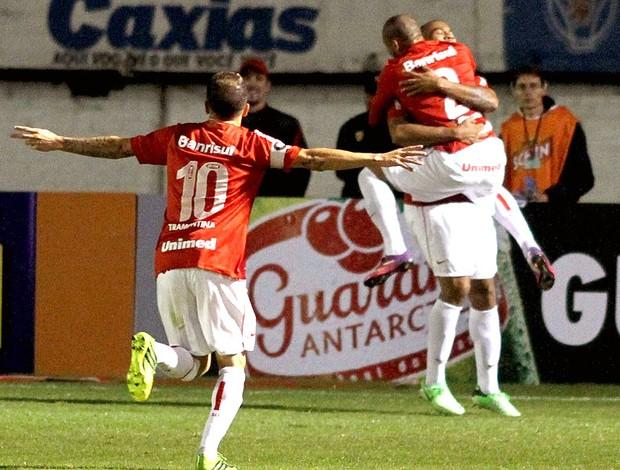 Rodrigo Moledo comemoração gol Internacional Criciuma (Foto: Fernando Ribeiro / Futura Press)