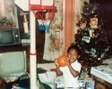 """LeBron posta foto da infância com bola de basquete: """"Nasci para fazer isso"""""""