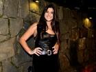 Giulia Costa fala sobre cenas de biquíni: 'Não fico timida'