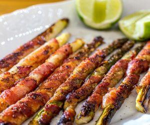 Aspargos enrolados com bacon