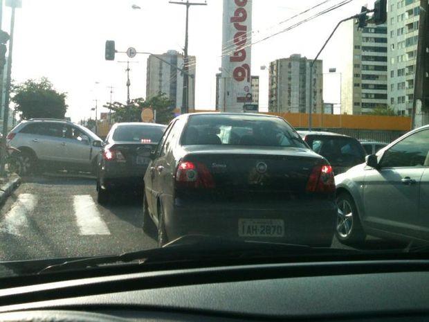 Queda de energia deixou trânsito caótico em Aracaju. (Foto: Waneska Cipriano / VC no G1)