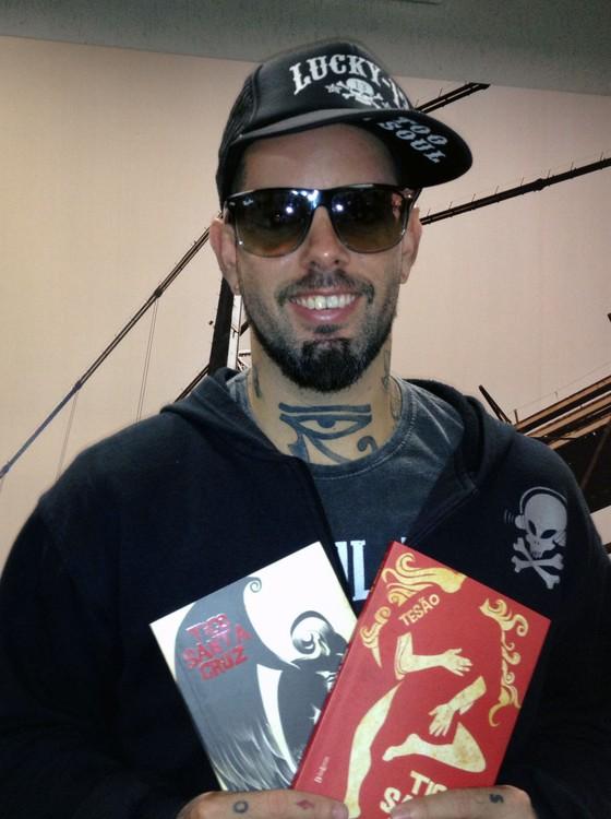 Tico Santa Cruz - músico lança novo livro (Foto: Luiza Fregapani/G1)