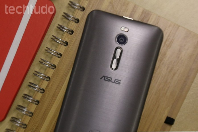 Asus Zenfone 2 tem bateria mais potente com 3.000 mAh (Foto: Lucas Mendes/TechTudo)