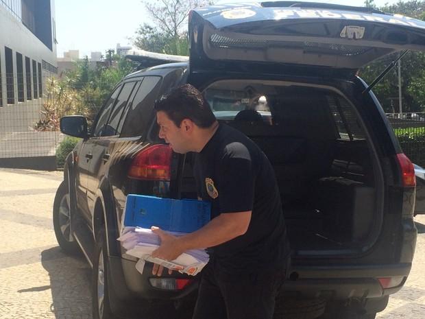 PF faz operação para combater desvio de verbas na Saneago, em Goiânia, Goiás (Foto: Vitor Santana/G1)