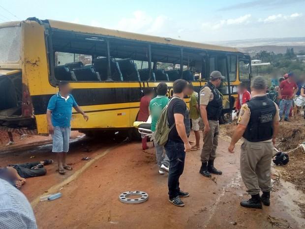Ônibus transportava pacientes que foram fazer hemodiálise, diz PM (Foto: Divulgação/Polícia Militar)