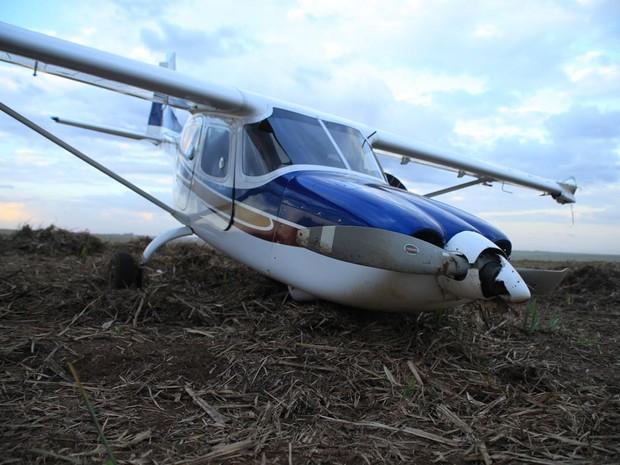 Apesar do susto, ocupantes do avião saíram ilesos (Foto: Maurício Duch/folharegiao.com.br)