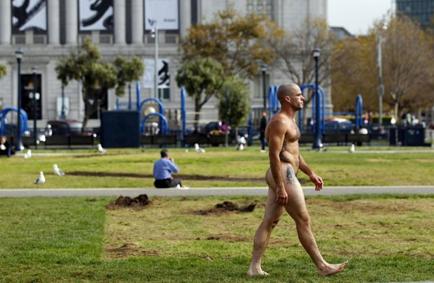Grupo é contra lei que quer restringir a nudez pública na cidade. (Foto: Robert Galbraith/Reuters)
