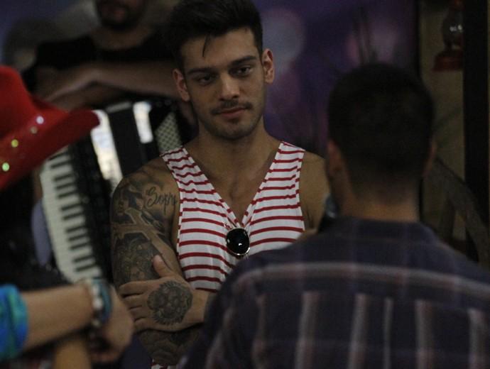 Lucas Lucco conversa com Arthur Aguiar (Foto: Fabiano Battaglin / Gshow)