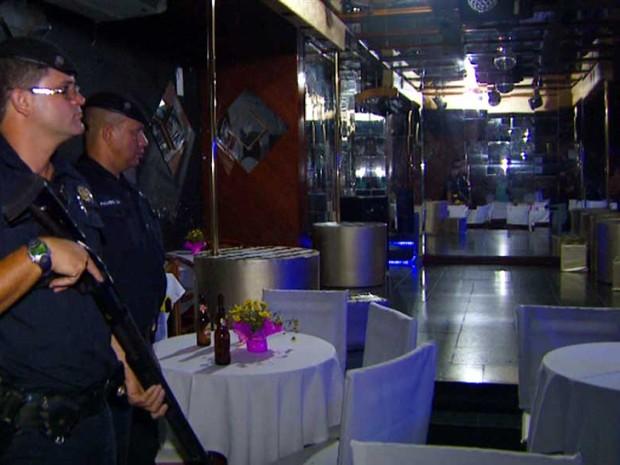Guardas municipais acompanham blitz em boates de Campinas (Foto: Reprodução EPTV)