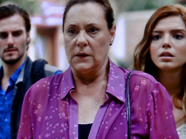 Tina fica chocada com a chegada de Manuel (Foto: TV Globo)