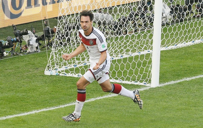 Hummels comemora o gol marcado contra a França