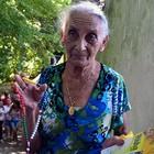 Devota não corta cabelo há mais de 60 anos (Amanda Monteiro/ G1 ES)