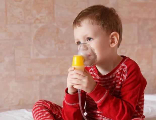 Inalação é uma das fromas de contornar os sintomas do crupe (Foto: Thinkstock)