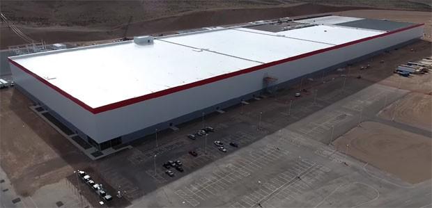 Gigafactory: a fábrica de baterias da Tesla, em construção, em Nevada (Estados Unidos) (Foto: Reprodução Youtube / Above Reno)