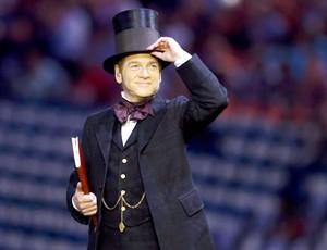 Ator Kenneth Branagh atua na cerimônia de abertura dos Jogos Olímpicos (Foto: Agência Reuters)