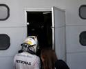 Ricciardo vence, Rosberg dispara