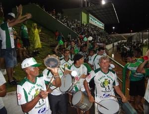 Ao final da partida, torcida do Paragominas fez festa na Arena Verde (Foto: Gustavo Pêna)