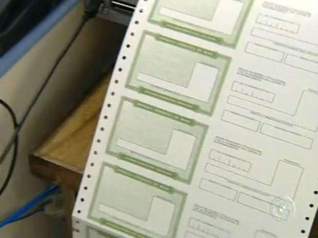 Cartórios eleitorais têm atendimento estendido para regularização do título (Foto: Reprodução/TV TEM)