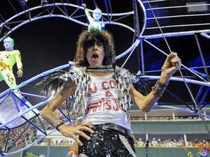 Serguei, nome histórico do rock nacional, foi destaque da comissão de frente da Mocidade (Foto:  Alexandre Durão/G1)