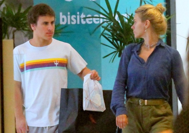 Carolina Dieckmann e Davi (Foto: Daniel Delmiro / AgNews)