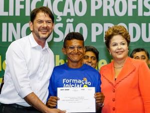 Dilma participa de formatura de alunos do Pronatec ao lado do governador do Ceará, Cid Gomes  (Foto: Roberto Stuckert Filho/PR)