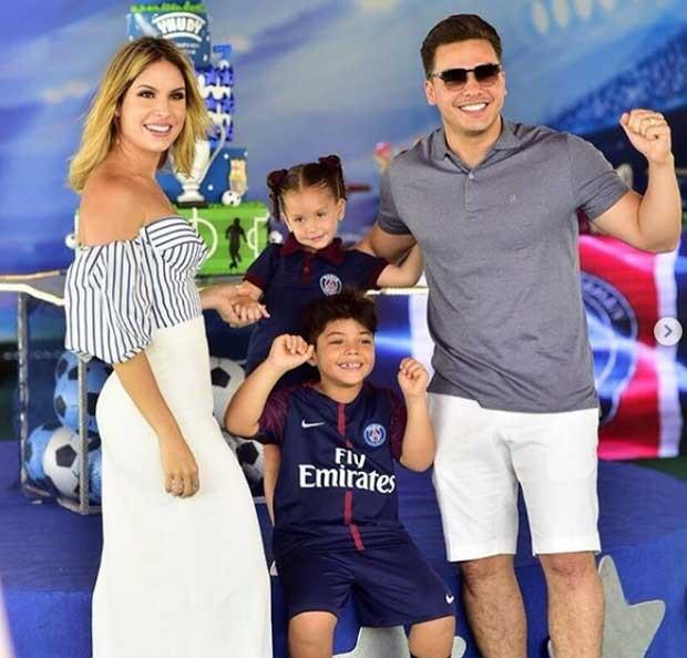 Wesley Safadão com Thyane Dantas e os filhos, Ysis e Yhudy (Foto: Reprodução)