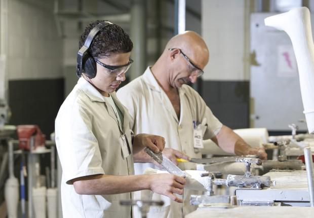 Com alto nível de especialização, a oficina da AACD transformou-se em um centro internacional para a formação de técnicos em próteses (Foto: Divulgação)